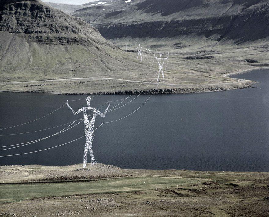 torres-de-transmissao-eletrica-na-Islandia