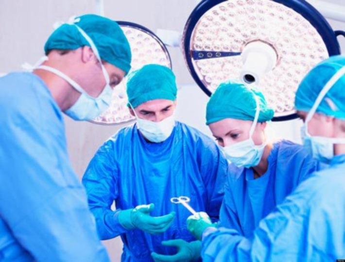 medicos-operando_01
