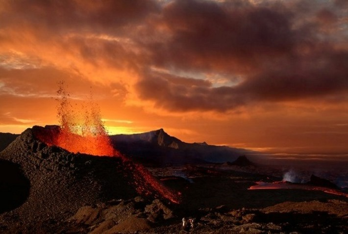 vulcao-em-erupcao