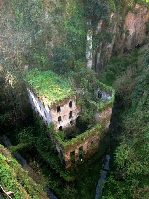 lugares-abandonados-dominados-pela-natureza_14