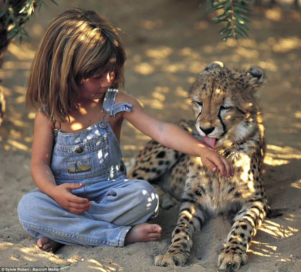 menina-cresce-na-selva