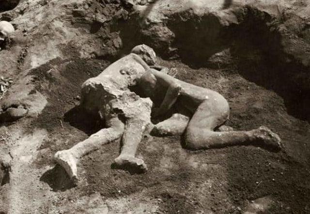 simbolo-do-amor-humano-corpos-abracados-de-pompeia-pertenciam-a-dois-homens-02