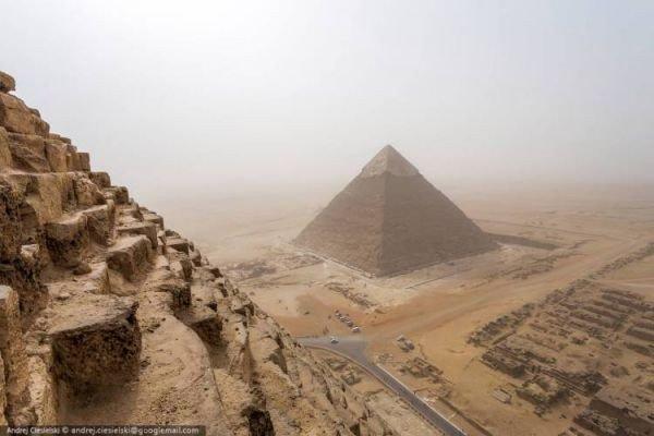 jovem-escala-ilegalmente-uma-piramide-egipcia-2