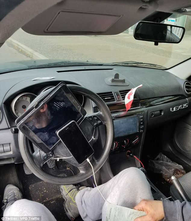 motorista-telefone-ipad-volante
