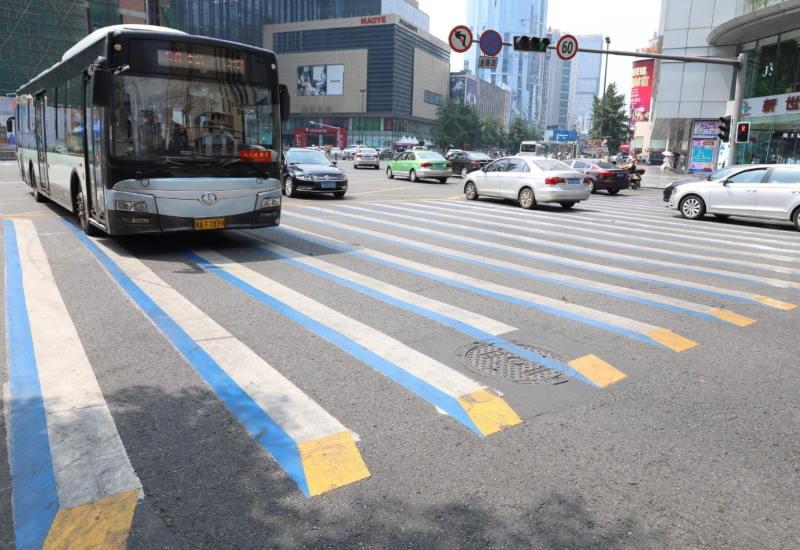 faixas de pedestre na China pintadas em 3D