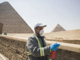 https://news.liga.net/world/photo/koronavirus-v-egipte-dezinfitsiruyut-piramidy-fotoreportaj