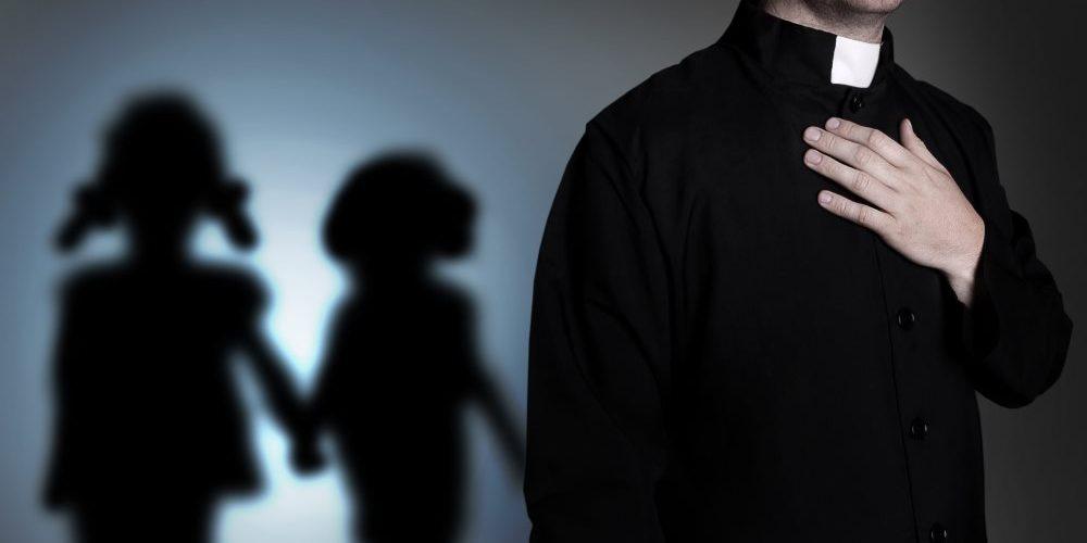 Mais de 10.000 casos de pedofilia na Igreja Católica da França desde 1950, diz relatório